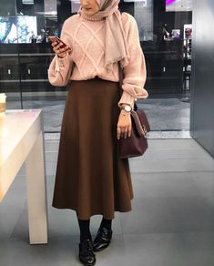 How to Style Hijab Outfit For Winter On This Season Street Hijab Fashion, Muslim Fashion, Modest Fashion, Mode Outfits, Skirt Outfits, Fashion Outfits, Fashion Clothes, Casual Hijab Outfit, Hijab Chic