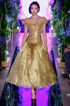 Guo Pei Fall 2017 Couture Fashion Show Collection