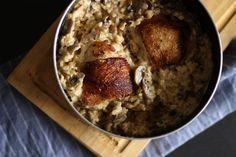 Otoño! Y junto vienen cosas buenas: clima más ameno, comidas más cálidas y este rico Pollo con Arroz Cremoso de Champiñones para hacer en solo 1 olla!