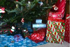 Games to Play With Friends & Family at Christmas | eHow