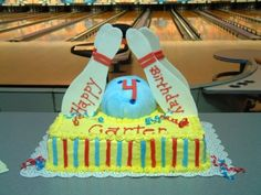 Bowling cake By KeltoKel on CakeCentral.com