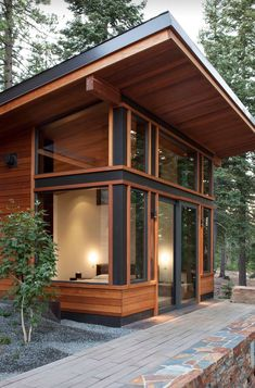 86 Modern Shed Design Looks Luxury to Complement Your Home ? 86 Modern Shed Design Looks Luxury to Complement. Chalet Modern, Small Modern Cabin, Modern Cabins, Small Modern House Exterior, Modern Houses, Shed Design, Tiny House Design, Modern House Design, Design Design