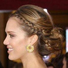 ince-örgülü-dağınık-topuz-saç-modeli › Bakımlı Kadın