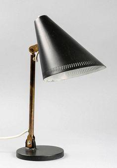 Tästä Tynellin valaisimesta maksettiin huutokaupassa yli 500 euroa. Desk Lamp, Table Lamp, Scandinavian Style, Furnitures, Lamp Light, Ikea, Give It To Me, Art Deco, Icons
