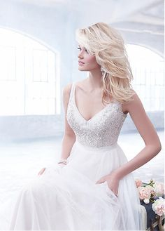 Brilliant Tulle V-neck Neckline A-line Wedding Dresses with Beadings
