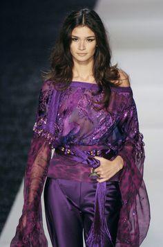 Emanuel Ungaro at Paris Fashion Week Spring 2005 - Runway Photos All Things Purple, Purple Fashion, Lilac, Runway, Spring, Catwalks, 2000s, Paris Fashion, Photos