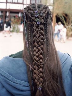 This would be amazing to do with my hair when it gets longer... I'ma be an elf!!