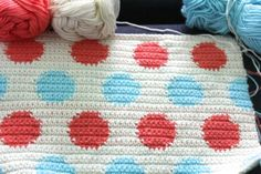 Manta con lunares Polka dot tapestry crochet, free chart and instructions by llittle woollie Crochet Afghans, Baby Blanket Crochet, Crochet Baby, Crochet Blankets, Crochet Chart, Knit Or Crochet, Crochet Stitches Patterns, Tapestry Crochet Patterns, Mochila Crochet