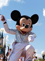 it's party time disneyland paris - White sequin suit Mickey