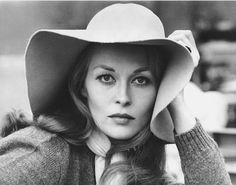 When we think of '70s iconic style, we instantly think of a very chic Faye Dunaway — scarves, knits, and long, lean trousers.
