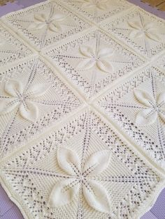 Tejido Counterpane Baby Afghan - My Knitting Work - Baby Knitting Patterns, Baby Patterns, Stitch Patterns, Handmade Baby Blankets, Knitted Baby Blankets, Crochet Bedspread Pattern, Border Embroidery Designs, Baby Afghans, Square Quilt