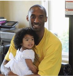 Kobe Bryant - 4 Stars & Up / New / English: Kindle Store Kobe Brayant, Lakers Kobe, Kobe Bryant Family, Kobe Bryant 24, Samsung Galaxy S6, Daddy Daughter Photos, Kobe Bryant Quotes, Kobe Quotes, Kobe Bryant Daughters