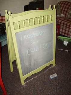 DIY chalkboard easel - Another smart idea! Created with 1 discarded crib frame, chalkboard paint & some hinges. See a step-by-step tutorial. Repurposed Items, Repurposed Furniture, Painted Furniture, Diy Furniture, Upcycled Vintage, Vintage Furniture, Make A Chalkboard, Chalkboard Easel, Diy Easel