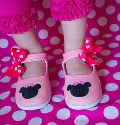 Minnie Mouse shoes  Hand painted pink minnie mouse by Snanimals, $25.00
