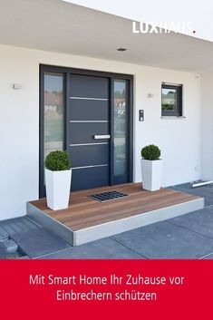Vorgarten Hauseingang How to protect your home with Smart Home Modern Entrance Door, House Entrance, House Front Door, House Doors, Garage Doors, Door Design, Exterior Design, House Design, Garden Tool Storage