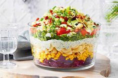 Add colour and spark to your Christmas feast with this layered pasta salad recipe. Christmas Pasta, Christmas Party Food, Christmas Cooking, Christmas Recipes, Christmas Appetizers, Christmas Lunch Ideas, Christmas Meat, Xmas Desserts, Christmas Countdown