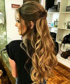 Cute and simple long curly hair idea Popular Ladies Hairdo Wedding, Wedding Hairstyles For Long Hair, Wedding Hair And Makeup, Pretty Hairstyles, Bridal Hair, Hair Makeup, Prom Hairstyles, Easy Hairstyles, Long Curly Hair