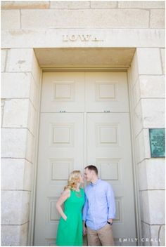 Iowa Old Capitol, Iowa City engagement, spring engagement, Midwest engagement photography