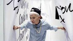 Kwon Ji Yong, lebih dikenal dengan nama panggungnya, G-Dragon, adalah seorang rapper, penyanyi, penulis lagu, produser dan model Korea Selatan