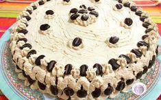 Questa torta farcita con crema diplomatica al caffè è semplicemente buonissima. Perfetta per un compleanno perché piacerà sicuramente a grandi e piccini. Ma se devono mangiarla dei bambini dovrete fa