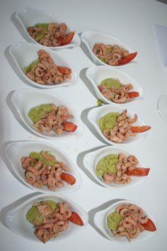 snel hapje: guacamole uit een potje, garnalen en een stukje tomaat... of zelfgemaakt natuurlijk :-)