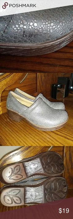 💕Great BOC Clogs💕 Great pair of used Born clogs. Grey Lehana Lizard Sparkle (style name) size 9. A little wear on outer heels please see pic #5. No box with purchase. Thank you for your interest 😀. Born Shoes Mules & Clogs