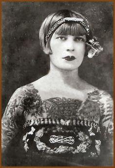 Pioneers of Female Body Art Retro Tattoos, Old Tattoos, Time Tattoos, Vintage Tattoos, Tatoos, Tatoo Art, I Tattoo, Old Photos, Vintage Photos