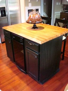 Thrifty Decor Chick has the best tutorial on painting your kitchen cabinets! Painted Kitchen Island, Painting Kitchen Cabinets, Repainting Cabinets, Kitchen Islands, Bathroom Cabinets, Furniture Makeover, Diy Furniture, Cabinet Furniture, Painted Furniture