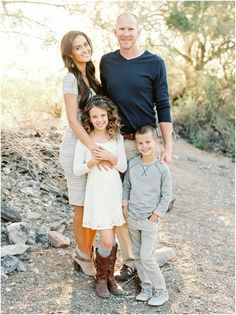 like the beige textured dress, husband should be in lighter color Family Picture Poses, Family Posing, Family Portraits, Picture Ideas, Photo Ideas, Summer Family Pictures, Fall Family Photos, Family Pics, Fall Color Schemes