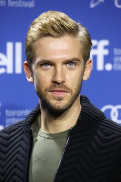Dan Stevens at the Toronto International Film Festival. Grooming by Kumi Craig. Those blue eyes. Downton Abbey Dan Stevens, Matthew Crawley, Aaron Johnson, Wattpad, International Film Festival, Man Photo, Short Film, Beauty And The Beast, Sexy Men