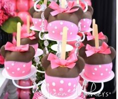 Amazing candy apples at a Minnie Mouse Polka dots Birthday Party! See more party… 2 Birthday, Polka Dot Birthday, Minnie Mouse 1st Birthday, Minnie Mouse Theme, Minnie Mouse Baby Shower, Mickey Party, Mickey Minnie Mouse, 2nd Birthday Parties, Birthday Ideas