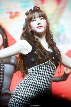 Kpop Girl Groups, Korean Girl Groups, Kpop Girls, Sinb Gfriend, Cloud Dancer, Summer Rain, Korean Entertainment, Korean Star, G Friend