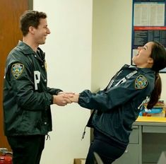Brooklyn Nine Nine Funny, Brooklyn 9 9, Brooklyn 99 Actors, Best Tv Shows, Movies And Tv Shows, Couple Goals, Jake And Amy, Obsessed Girlfriend, Jake Peralta