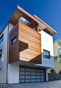The Street Home by Lazar Design/Build Los Angeles, California-based design/builder Steve Lazar's recent project is a contemporary home he designed for his family in Manhattan Beach. Modern Garage Doors, Glass Garage Door, Modern Contemporary Homes, Building Design, Exterior Design, Garage Design, Exterior Colors, Door Design, Interior Architecture