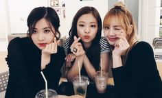 Image shared by 🇷 🇴 🇨 🇰 🇸 ✞ 🇦 🇷. Find images and videos about kpop, rose and blackpink on We Heart It - the app to get lost in what you love. South Korean Girls, Korean Girl Groups, Hip Hop, V Live, Jennie Blackpink, Blackpink Jisoo, Girl Inspiration, Yg Entertainment, Kpop Girls