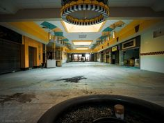 Randall Park Mall: North Randall, Ohio -- Completely Surreal Photos Of America's Abandoned Malls