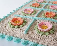Flowery Crochet Cushion PDF pattern & step by step by DadasPlace