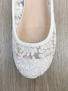 Elegant lace ballet flats. Soft and comfortable through out your special day. Perfect for weddings.  Also available in flower girl sizes. Please message me if your size is not available. Thank you!   Detail:  COLORS AVAILABLE: White UPPER: Synthetic upper, mesh and lining MATERIALS: Mandmade outsole   Our items come from a PET FREE & NON-SMOKING environment.  Feel free to contact me if you have any questions or need additional informations.  Is this a gift? I will be more than happy to wr...