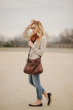 Casual autumn outfit in earth tones.