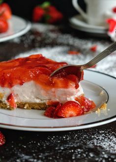 Cheesecake με φράουλες - Just life Cheesecake, Pie, Desserts, Food, Torte, Tailgate Desserts, Cake, Deserts, Cheesecakes