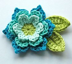 I have been making these little crochet flowers for years in every colour combo possible i am so happy to share them with you now the pattern is easy and a beginner with a little practice will soon be churning out loads of flowers i hope to inspire you to Crochet Diy, Crochet Motifs, Crochet Flower Patterns, Love Crochet, Crochet Crafts, Yarn Crafts, Crochet Stitches, Crochet Brooch, Crochet Stars