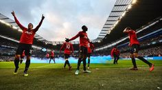 Robin van Persie scored an injury-time winner to give Manchester United victory amid ugly scenes at the end of this season's first Manchester derby at the Etihad Stadium. Manchester Derby, Manchester City, Manchester United, Fifa Online, Eric Cantona, Van Persie, Hot Stories, Camera Angle, Man United