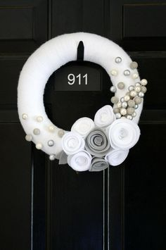 Beautiful winter wreath (maybe add some blue to it?)