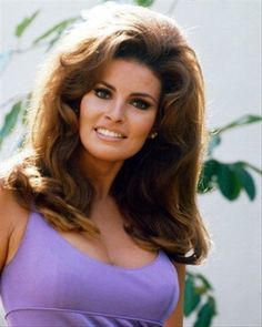 I saw this photo of Raquel Welch HERE. I was so impressed with all the photos of Raquel in that article. Here is a photo of Raquel in her younger years. Rachel Welch, Beautiful Gorgeous, Gorgeous Women, Gorgeous Latina, Beautiful People, James Welch, Katharine Ross, Teased Hair, Star Wars