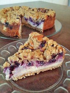 Tämä kakku yhdistää kardemummalla ja fariinisokerilla maustetun juustokakun, mustikat ja kaura-kardemummacrumblen ♥ Ihan huikean ihana kakk...