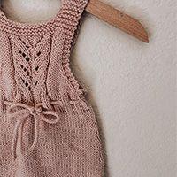 Little miss ribbons wanten / DROPS baby & gratis breipatronen door DROPS design Knitting Patterns Free, Free Knitting, Baby Knitting, Free Pattern, Crochet Patterns, Drops Design, Crochet Diagram, Free Crochet, Knit Crochet