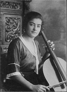 Frieda Belinfante (Amsterdam, 10 mei 1904 – Santa Fe, 5 maart 1995) was een Nederlands cellist en dirigent. Vanaf 1941 was ze actief in het verzet met o.a het vervalsen van persoonsbewijzen en het ondersteunen van onderduikers. Met andere verzetsleden bereidde ze de aanslag op het Amsterdams Bevolkingsregister op 27 maart 1943 voor. De aanslag mislukte gedeeltelijk en veel verzetsmensen werden opgepakt. Ze vluchtte naar Zwitserland en ging na de oorlog in de VS wonen.
