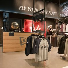 New Era Unveils New Retail Concept by Checkland Kindleysides, Westfield Stratford - Retailand Retail Design Fashion Retail Interior, Clothing Store Interior, Clothing Store Displays, Clothing Store Design, Shoe Store Design, Retail Store Design, Retail Shop, Uk Retail, Retail Displays
