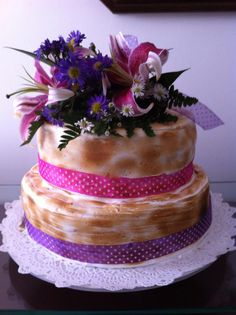 Ponque con flores, especiales para cumpleaños, dia de las madres. Pastelis lo elabora a base de una suave y deliciosas masas. Sabores: vainilla con agraz, naranja con amapola, chocolate con crema y cerezas, chocolate con arequipe, zanahoria. Pedidos: 3003899253 www.pastelis.com.co