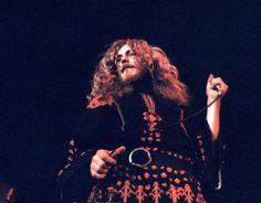 Robert Plant of Led Zeppelin Great Bands, Cool Bands, El Rock And Roll, Page And Plant, Robert Plant Led Zeppelin, Drum Solo, Best Rock Bands, John Paul Jones, John Bonham